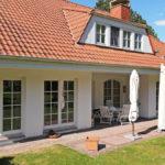 Villa Außenansicht Terrasse und Garten